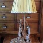 Lampe bois et plissé creux